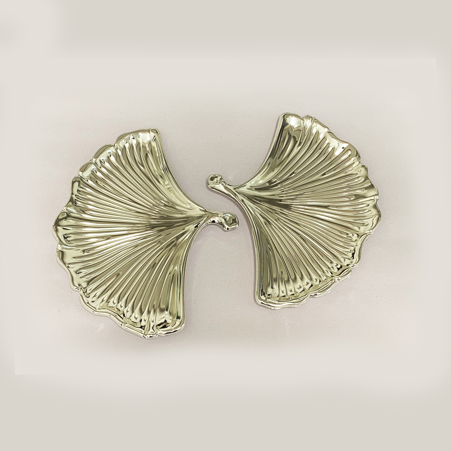 Fine Silver Plated Pair of Shell Dish   6..2×6.2″ each