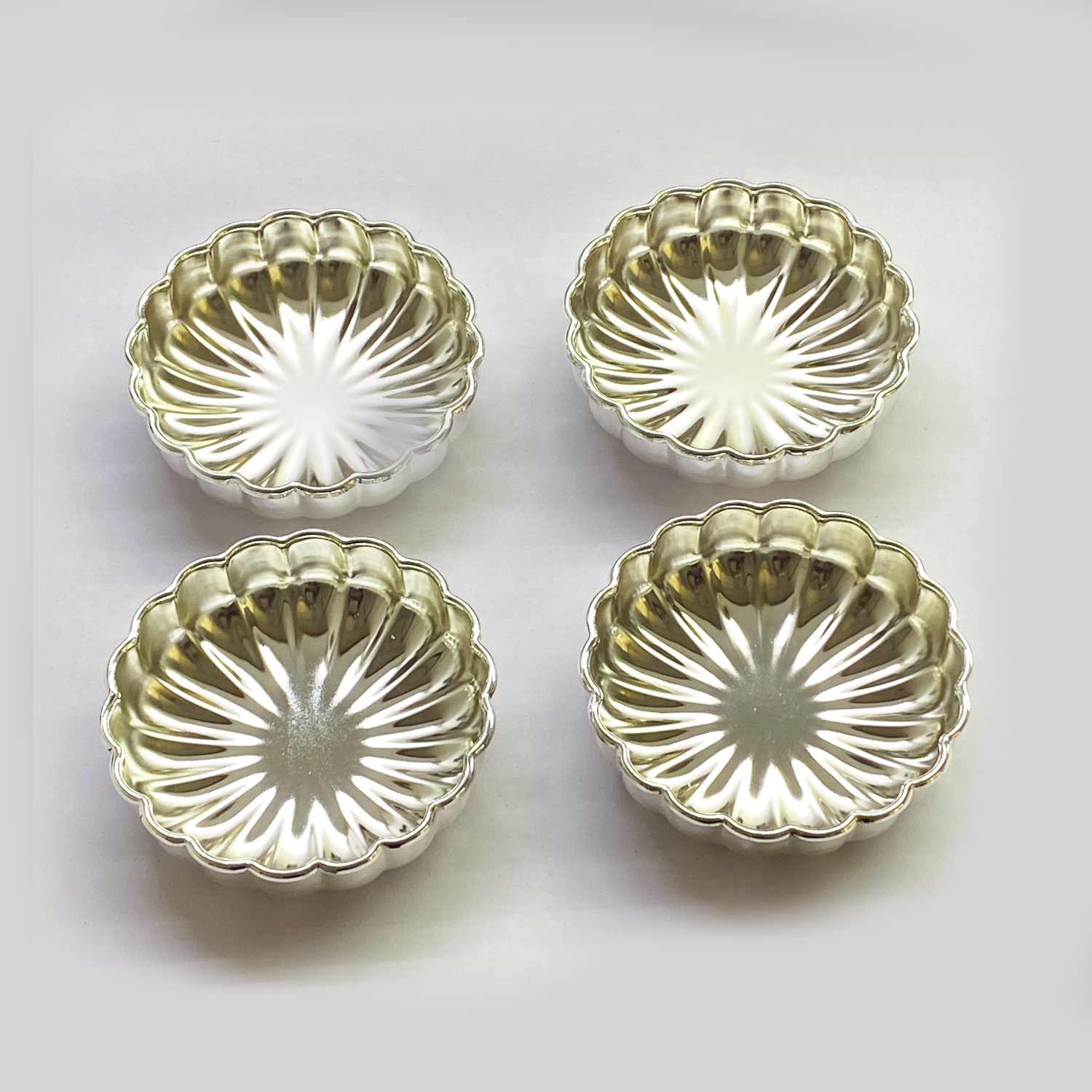 Bowl Set of 4 Bowls in Fluted Design   4″ dia each